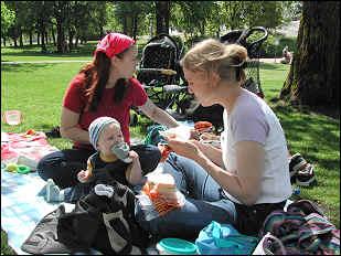 Mitä tehdä vauvan kanssa helteellä